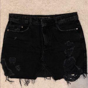 Like new- Zara distressed mini skirt